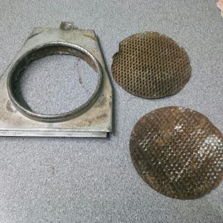 Original air box cover and mesh – should have contained a filter but did not.