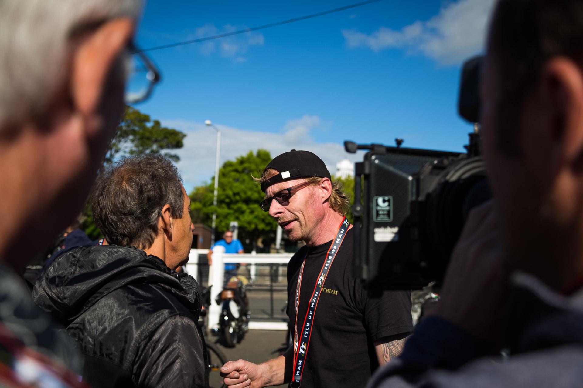 Torsten beim TV-Interview im Classic-TT Fahrerlager