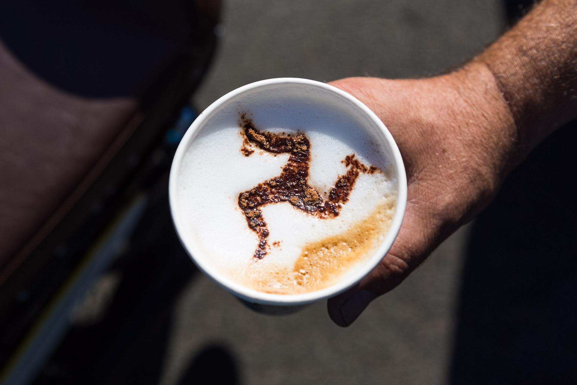 So sieht Cappuccino auf der Isle of Man aus.