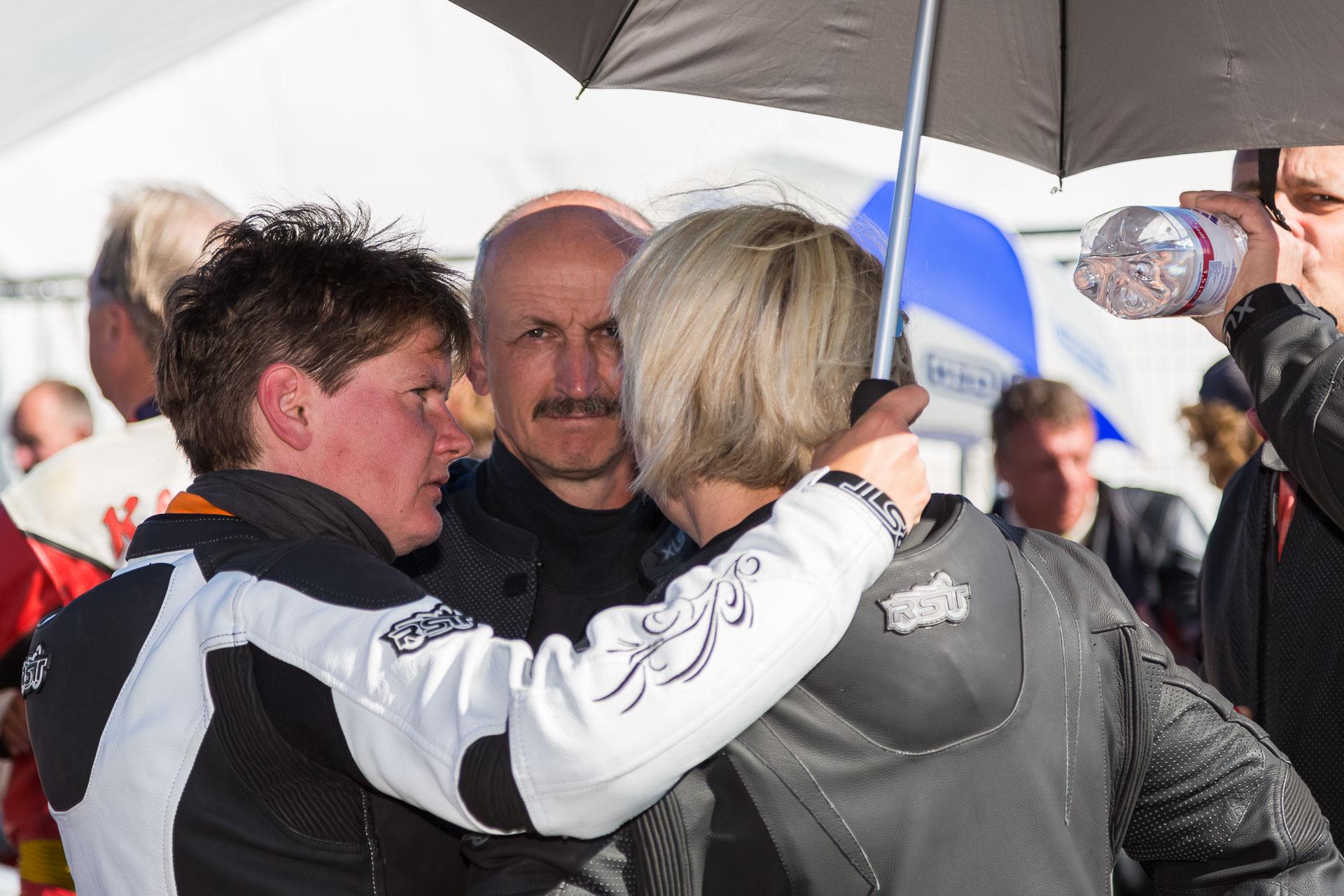Fanny, Mario und Simone kurz vor dem Start. Foto: Krause/MotorPhoto.de